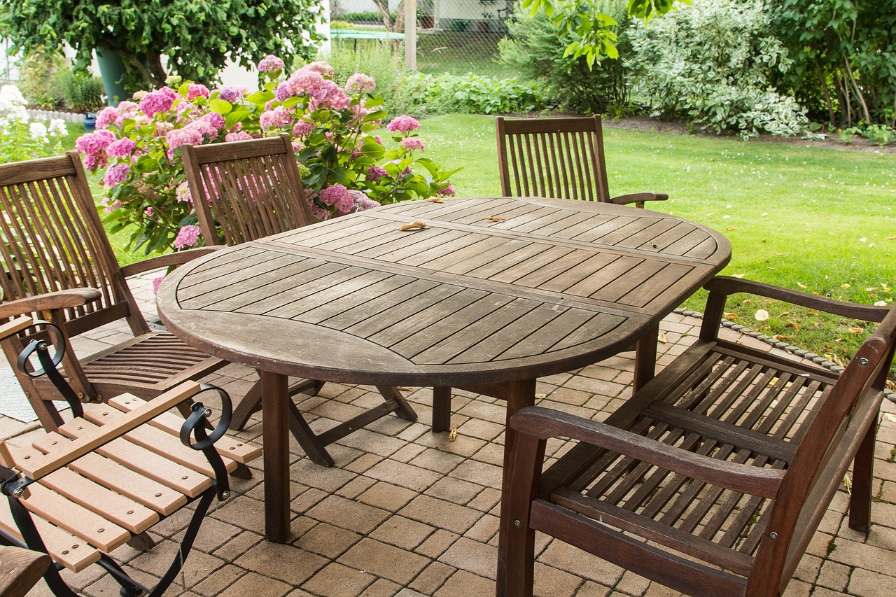 Pflege von Gartenmöbeln aus Holz